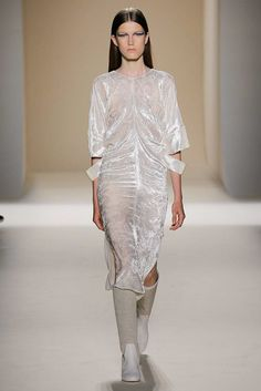 Victoria Beckham Spring 2017 Ready-to-Wear Fashion Show - Tessa Bruinsma
