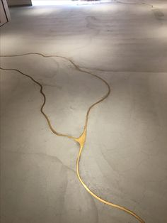 Connectedness - Kintsugi - japanese appreciation of imperfection by making repairs with gold - sophisticated diy - colour of molten keys (brass) If our concrete floor cracks, we're doing this to it! It's concrete with liquid gold to fill the cracks! Kintsugi, Interior Architecture, Interior And Exterior, Cosy Interior, Modern Interior, Home Decoracion, Sweet Home, Stained Concrete, Painted Concrete Floors