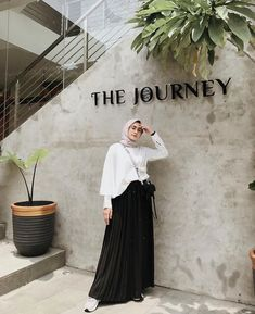 New style inspiration hijab casual Ideas Casual Hijab Outfit, Ootd Hijab, Hijab Chic, Hijab Dress, Street Hijab Fashion, Muslim Fashion, Skirt Fashion, Ootd Fashion, Hijab Fashion Inspiration