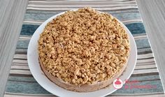 Torta morbida alle pesche con crumble croccante. Cereal, Oatmeal, Breakfast, Food, The Oatmeal, Morning Coffee, Rolled Oats, Essen, Meals