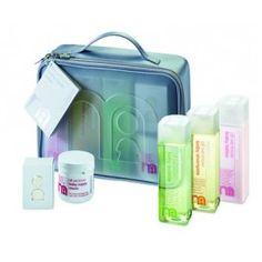 Este set de higiene para el bebé que incluye Gel de baño 300 ml, champú 300 ml, loción 300ml, jabón 100 gr, crema pañal 150 ml.  - 23, 90 €.