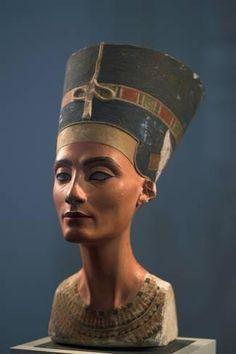 Photographic Print: The Nefertiti Bust, Ca 1350 Bc : 24x16in