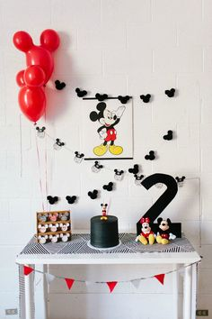 Here are The 11 Best Mickey Mouse Birthday Party Ideas we could find with simple DIY elements that make the party extra special! # Birthdays party The 11 Best Mickey Mouse Birthday Party Ideas Fiesta Mickey Mouse, Mickey Mouse Parties, Mickey Party, Elmo Party, Dinosaur Party, Dinosaur Birthday, Disney Parties, Sofia Party, Circus Party