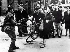 Soviet soldier attempting to steal a woman's bicycle - Berlin, 1945 World History, World War Ii, German Women, Bicycle Women, Bicycle Maintenance, Cargo Bike, British Soldier, Army Soldier, World Cities