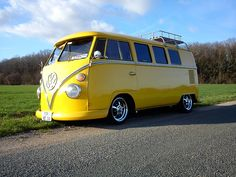 Now THAT's a yellow VW van!!