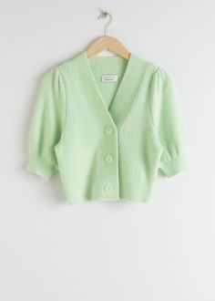 Puff Sleeve Wool Blend Cardigan - Mint Green - Cardigans - & Other Stories Fluffy wool blend cardigan with an ultra-soft ribbed knit finish and short puff sleeves. Slightly cropped Length of cardigan: / 18 Retro Outfits, Casual Outfits, Cute Outfits, Fashion Outfits, Estilo Preppy, Mode Chanel, Look Vintage, Cropped Cardigan, Fashion Story