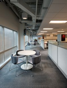 InfinityQS: Open plenum and workstation walls define adjacent flexible collaboration space.