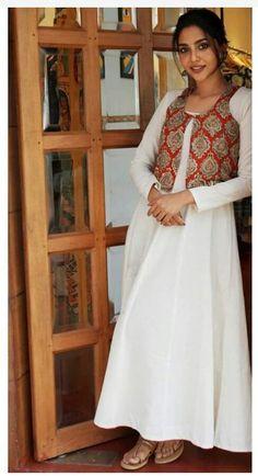 Best 12 Embroidered linen top with dupatta and bottom – SkillOfKing. Kurti Neck Designs, Kurta Designs Women, Dress Neck Designs, Kurti Designs Party Wear, Blouse Designs, Churidar Designs, Indian Fashion Dresses, Pakistani Dresses Casual, Dress Indian Style