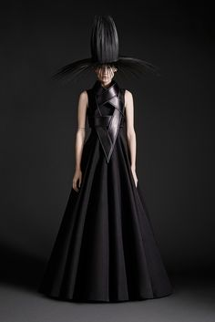 Gareth Pugh Spring 2015 Ready-to-Wear - Collection - Gallery - Look 1 - Style.com // Empress of Style