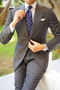 Beige Suits For Men, Mens Suits, Suit Fashion, Mens Fashion, Funny Ties, Rolex, Knit Tie, Tie Styles, Cool Suits