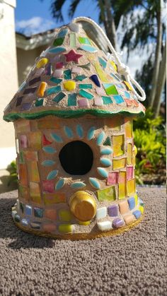 Tile Crafts, Mosaic Crafts, Fun Crafts, Clematis, Birdhouse Craft, Rustic Birdhouses, Easy Mosaic, Bird Houses Painted, Painted Tiles