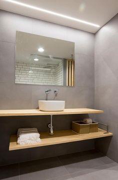 Baño principal, lavabo sobre encimera: Baños de estilo escandinavo de Voilà! Small Bathroom, Toilet, New Homes, Bathtub, Shower, Mirror, House, Furniture, Design