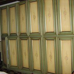 €. 900,00 Vendo bellissimo armadio a 6 ante in stile Veneziano, buon legno, usato pochissimo!
