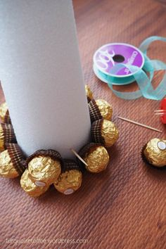 Ferrero Rocher Tower Tutorial Ferrero Rocher Tower Tutorial Ferrero Rocher Tower Pyramid Christmas Tree<br> Ferrero Rocher Tower Tutorial…What could be more elegant for a holiday dessert table than a tower of golden Ferrero Rocher chocolates? Ferrero Rocher Tree, Ferrero Rocher Bouquet, Fererro Rocher, Ferrero Rocher Chocolates, Ferrero Rocher Pyramid, White Christmas Trees, Christmas String Lights, Christmas Candy, Chocolate Tree