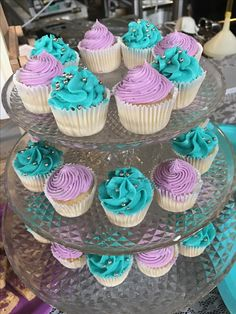 Gender reveal cupcakes with edible glitter