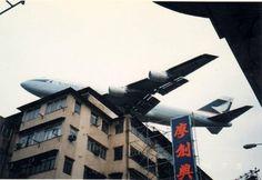 圖片來源: B-747 flying over Hong Kong to Kai Tak Int'l Airport. (HKG)