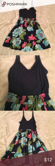 Summer Hollister dress! Perfect summer dress with floral print. Worn once, size small. V neck style. Hollister Dresses Mini