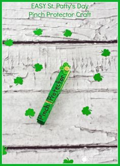 """EASY St. Patrick's Day """"Pinch Protector"""" Craft for Kids! #crafts #kids #stpattysday"""