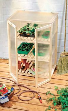 Building a cold frame yourself – DIY cold frame cabinet - Diy Garden Projects Succulents In Containers, Succulents Garden, Most Beautiful Gardens, Amazing Gardens, Garden Steps, Garden Fences, Small Greenhouse, Cold Frame, Garden Images