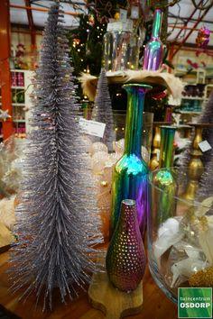 Ook deze mini-kerstboompjes, welke verkrijgbaar zijn in verschillende kleuren en maten doen het tegenwoordig goed op de eettafel tijdens de kerst! Mini, Christmas Tree, Holiday Decor, Home Decor, Teal Christmas Tree, Decoration Home, Room Decor, Xmas Trees, Christmas Trees