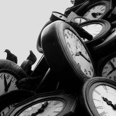 """L'heure pour tous"" ^3 - clock in front of Gare St Lazarre"