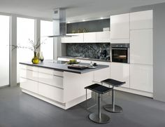 Contemporary Best High Glossy Kitchen Pantry with Whole House Wood Jonery - China Joinery, White Kitchen Cabinets Kitchen Interior, Kitchen Cabinet Design, Kitchen Room, Kitchen Decor, Kitchen Dining Room, Glossy Kitchen, Home Kitchens, Kitchen Dinning, Kitchen Design