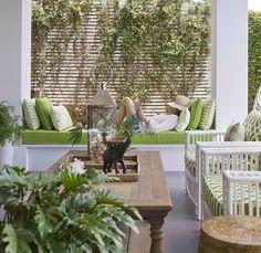 Una casa al estilo Hamptons /Hamptons style house Outside Living, Outdoor Living Areas, Outdoor Rooms, Outdoor Gardens, Outdoor Furniture Sets, Outdoor Decor, Estilo Hampton, Porch Garden, Outdoor Curtains