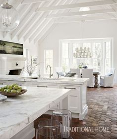To improve the interior of your home, you may want to consider doing a kitchen remodeling project. This is the room in your home where the family tends to spend the most time together. If you have not upgraded your kitchen since you purchased the home,. Classic Kitchen, New Kitchen, Kitchen Decor, Kitchen Living, Kitchen White, Kitchen Modern, Kitchen Paint, Sweet Home, Open Concept Kitchen