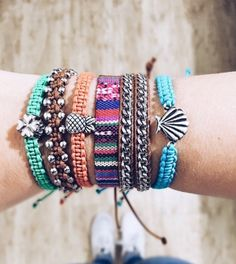 Summer Bracelets, Cute Bracelets, Beach Bracelets, Look Rock, Thread Bracelets, Pura Vida Bracelets, Accesorios Casual, Jewelry Patterns, Hippie Chic