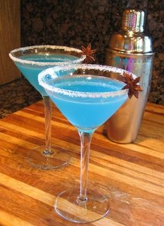 A delicious recipe for Blue Margarita, with tequila, Blue Curacao liqueur, lime juice and salt.