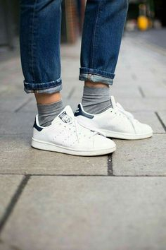 486077584f Adidas Stan Smith Outfit, Adidas Outfit, How To Wear Sneakers, Jeans And  Sneakers