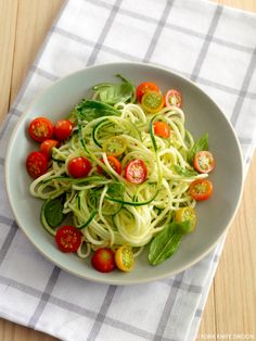 Zucchini Noodles with Cherry Tomatoes and Basil - Fork Knife Swoon Veggie Recipes, Pasta Recipes, Salad Recipes, Cooking Recipes, Healthy Recipes, Vegetarian Recipes, Rice Recipes, Healthy Snacks, Zucchini Noodles Salad