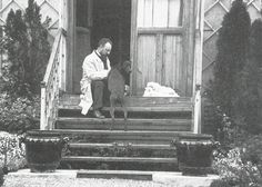 Matisse resting on the steps of his home in Issy-les-Moulineaux, May On the step is a copy he made of a sculpture by Antoine-Louis Barye. Henri Matisse, Matisse Art, Post Impressionism, Art Studios, Mandala, Abstract Art, Sculpture, History, Pictures