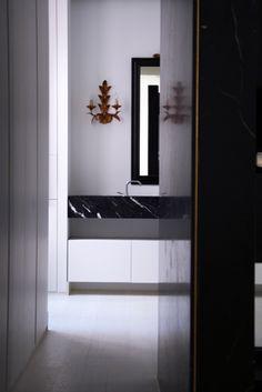 Masculino Singular | RÄL167 - Interiorismo, decoración, reforma y diseño de interiores Singular, Oversized Mirror, Bathrooms, Furniture, Home Decor, Righteousness, Interior Design, Flats