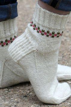 Crochet Socks, Knitted Slippers, Knitting Socks, Knit Crochet, Knit Socks, Crochet Granny, Knitted Socks Free Pattern, Crochet Humor, Crochet Mandala
