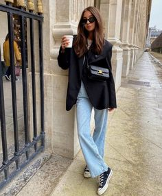 Meet The 8 Must-Know Bag Trends From The Fashion Month Runways spring fashion, spring style, spring trends, outfit inspiration, Trend Fashion, Fashion 2020, Look Fashion, Runway Fashion, Fashion Tips, Fashion Spring, Fashion Ideas, Cool Fashion Style, 70s Fashion