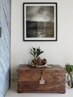 Swedish Summer House is a minimalist interior located in Sydney, Australia, designed by Frag Woodall. Country Decor, Farmhouse Decor, Asian Decor, Dream Decor, Rustic Furniture, Furniture Ideas, Decor Interior Design, Boho Decor, Diy Home Decor