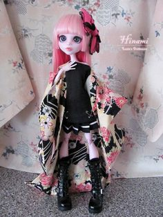 "Base: 17"" Draculaura Really happy with how she turned out! I'm so tempted to keep her, but I have another Draculaura ordered that'll be my own, so this pretty girl is going in my shop. ^-^ She'll f..."