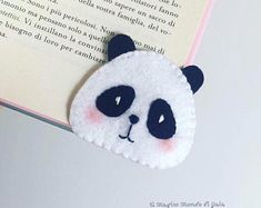 Back to school bookmark. Corner Bookmarks, How To Make Bookmarks, Felt Bookmark, Cross Stitch Bookmarks, Sewing Toys, Felt Diy, Felt Hearts, Felt Animals, Fabric Dolls