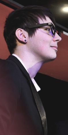 Dan Howell looking suave in profile. He looks less awkward than usual in this picture. Not sure how I feel about that.