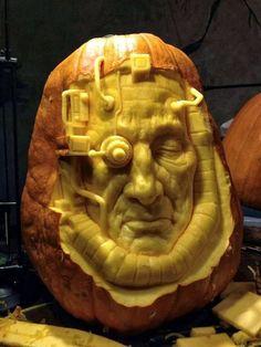 robot-man-pumpkin-carving