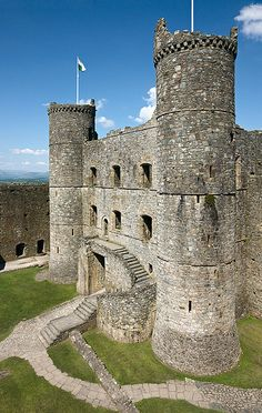 Harlech Castle, is a medieval Gothic castle situated atop a spur of rock close to the Irish Sea,Wales. Built by Edward I between Castle, is a medieval Gothic castle situated atop a spur of rock close to the Irish Sea,Wales. Built by Edward I between Gothic Castle, Medieval Castle, Beautiful Castles, Beautiful Buildings, Photo Chateau, Chateau Medieval, Medieval Gothic, Welsh Castles, Palaces