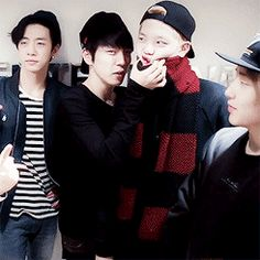 Hahahahaha Himchan what are you doing to Zelo xD Kim Himchan, Youngjae, Tvxq, Btob, Akdong Musician, Hip Hop, Jung Daehyun, Jyj, Korean Beauty