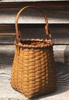 Blackash Baskets Red Basket, Basket Bag, Weaving Art, Hand Weaving, Basket Weaving Patterns, Bamboo Design, Bunny Toys, Garden Shop, Tans