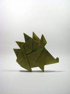 Origami Hedgehog deigned by Sergey Yartsev folded by Strongpaper from one uncut square of lokta Origami Yoda, Origami Hedgehog, Dragon Origami, Origami Mouse, Origami Fish, Hedgehog Craft, Dollar Origami, Origami Ball, Origami Cards