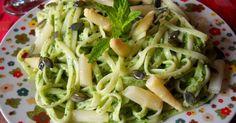 Tallarines con pesto de espinacas y almendras.