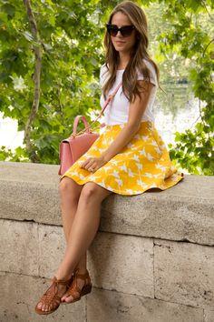 I like the yellow skirt. T Shirt Zara, Skirt Anthropologie, Sandals Madewell, Purse Miu Miu, Sunglasses Dior Passion For Fashion, Love Fashion, Fashion Outfits, Womens Fashion, Yellow Fashion, Ladies Fashion, Paris Chic, Spring Summer Fashion, Spring Outfits