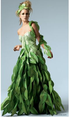 Papier Couture by Lia Griffith / Paper Dress Paper Fashion, Floral Fashion, Fashion Dresses, Fashion Art, The Dress, Fancy Dress, Moda Floral, Recycled Dress, Recycled Costumes