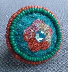 Bague textile japonisante. Jeux de couleurs par VeronikB sur Etsy