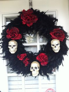 Awesome Stunning Diy Halloween Wreaths Design Ideas That Looks Cool. Do you dare to make some horrible art for Halloween? We dare you! Halloween Projects, Halloween Design, Halloween House, Holidays Halloween, Halloween Party, Happy Halloween, Diy Projects, Spooky Halloween Decorations, Diy Halloween Wreaths